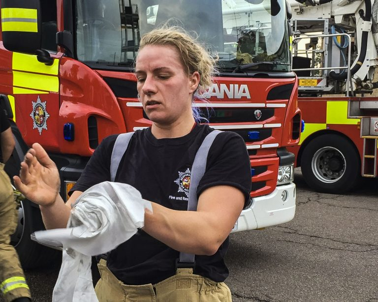 Firefighter Uses De-Wipe to Decontaminate After Fire